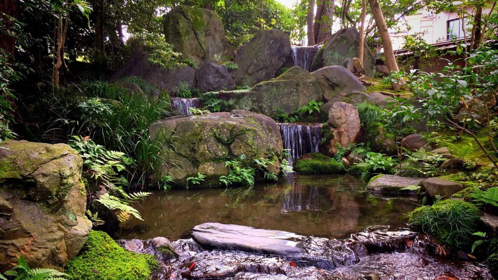 「無鄰菴庭園」琵琶湖疎水の水を引く三段の滝