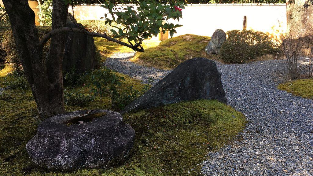 泉涌寺-楊貴妃観音堂前の庭園風景