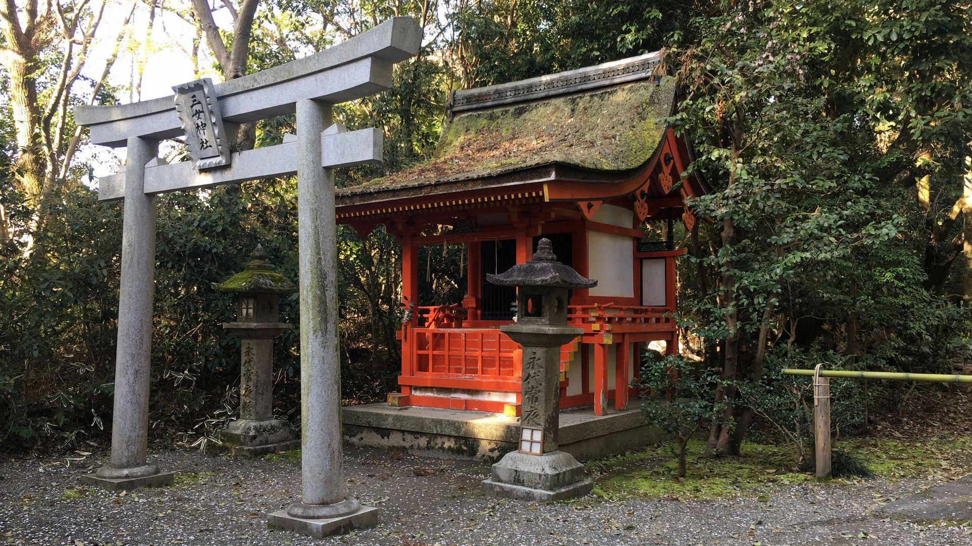 石清水八幡宮の 三女神社