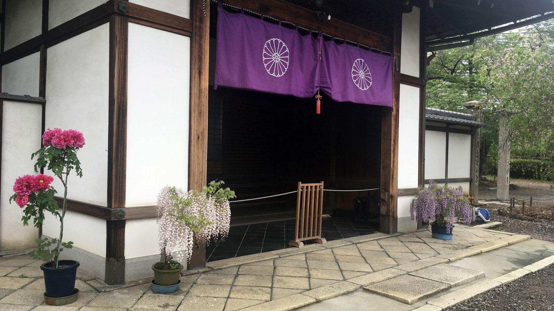 勧修寺の裏八重菊の寺紋