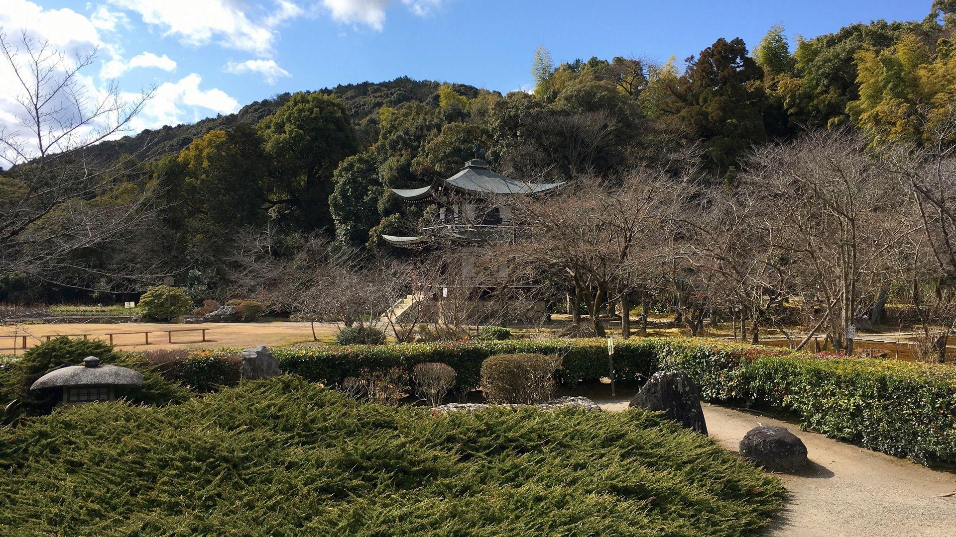 勧修寺の書院前庭その1