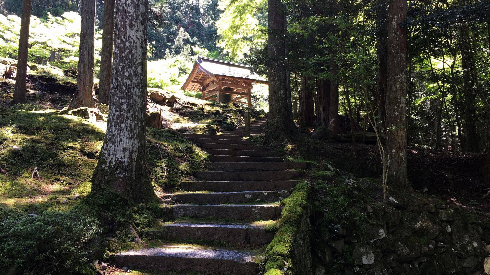 来迎院-鐘楼手前の階段