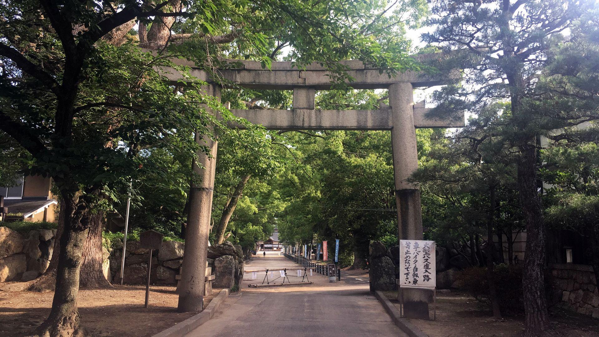 藤森神社の石造鳥居