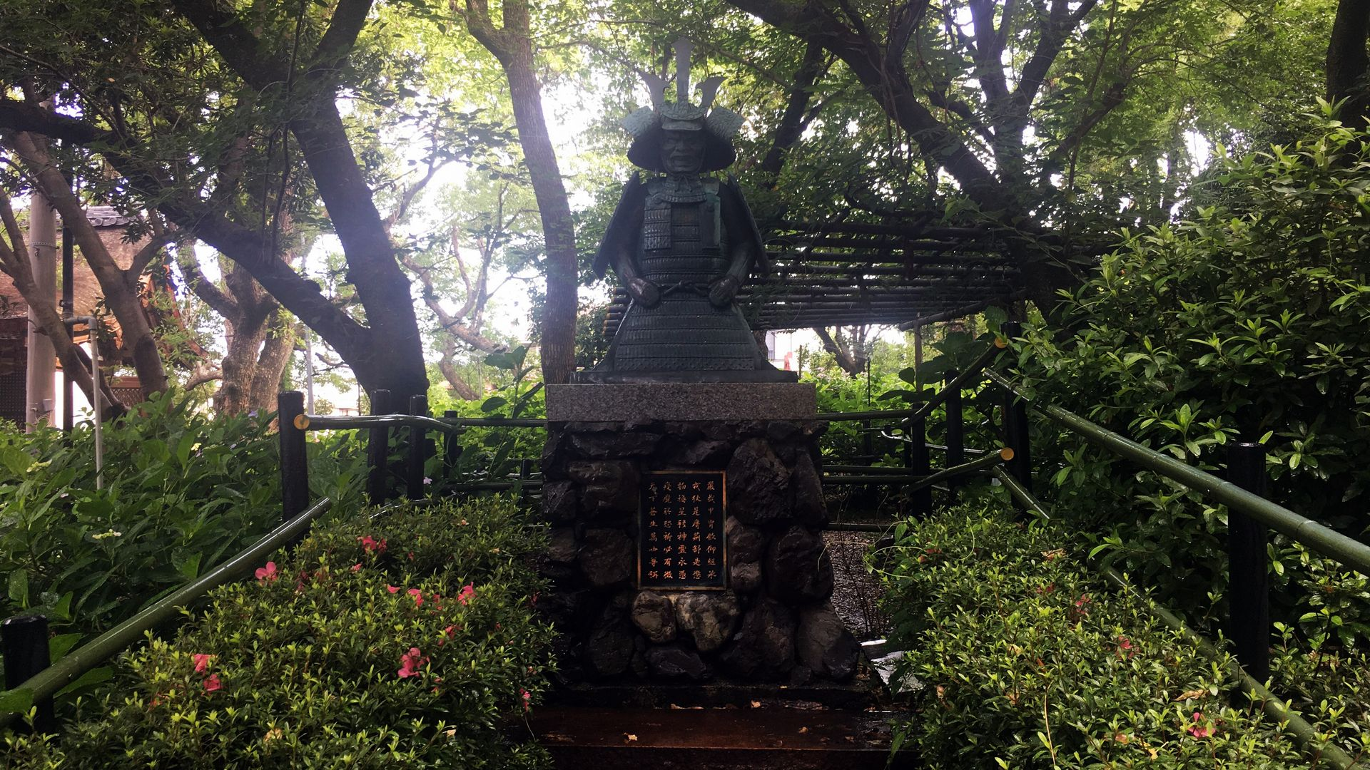 藤森神社の神鎧像