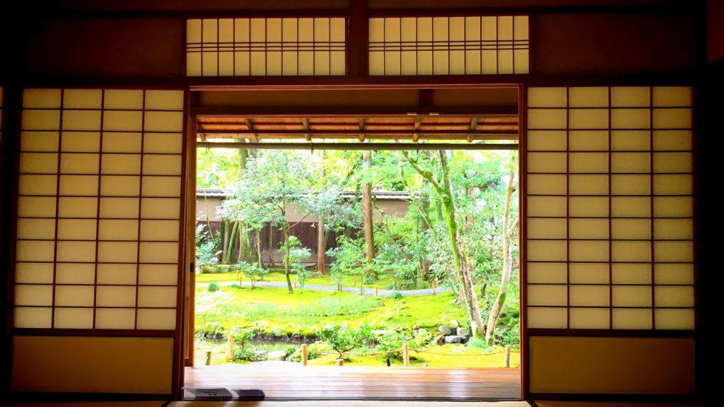 「無鄰菴」母屋縁側から眺める茶室