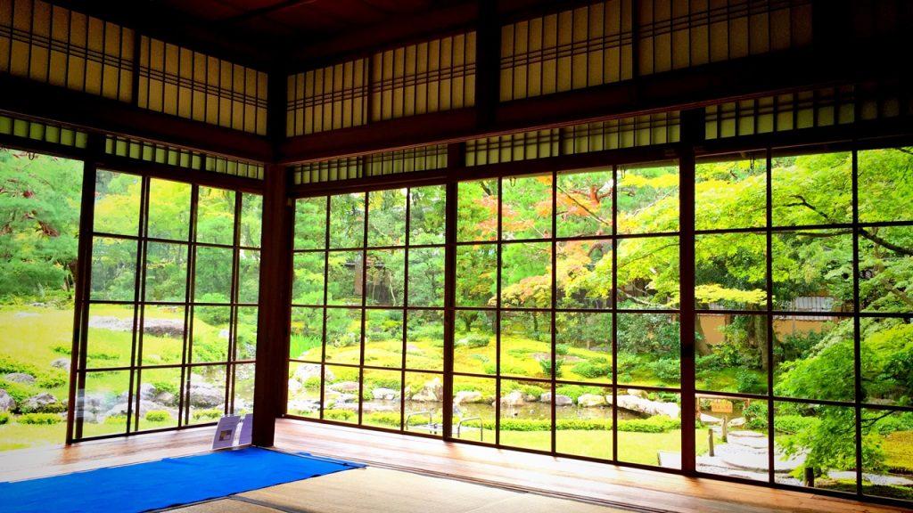 「無鄰菴」母屋の広間から眺める庭園
