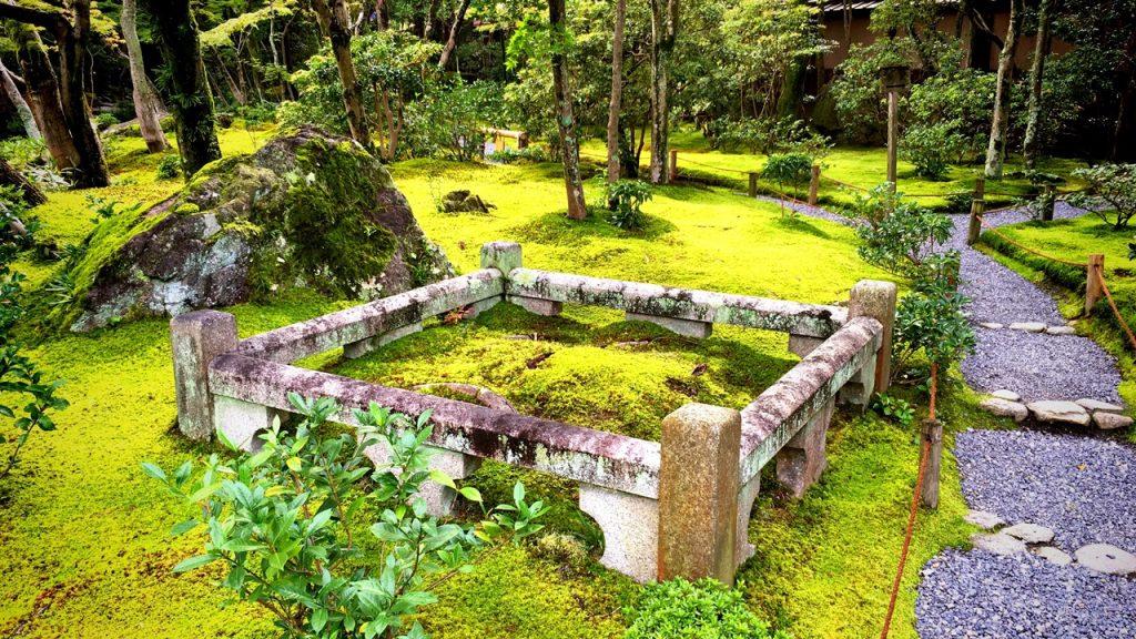 「無鄰菴庭園」東側に広がる苔庭の風景