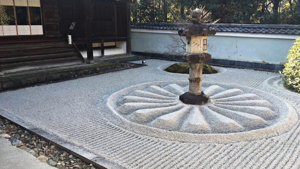 雲龍院-霊明殿の石灯籠