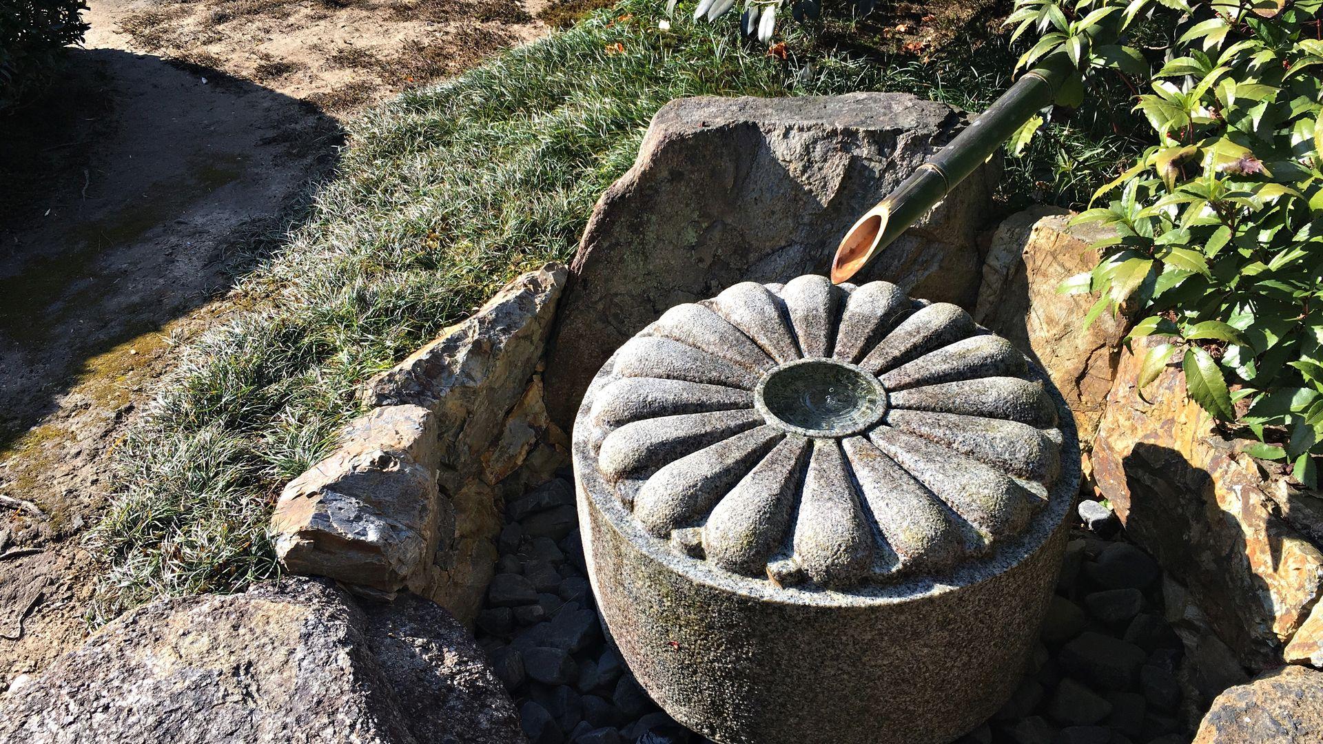 雲龍院-庭園の手水鉢