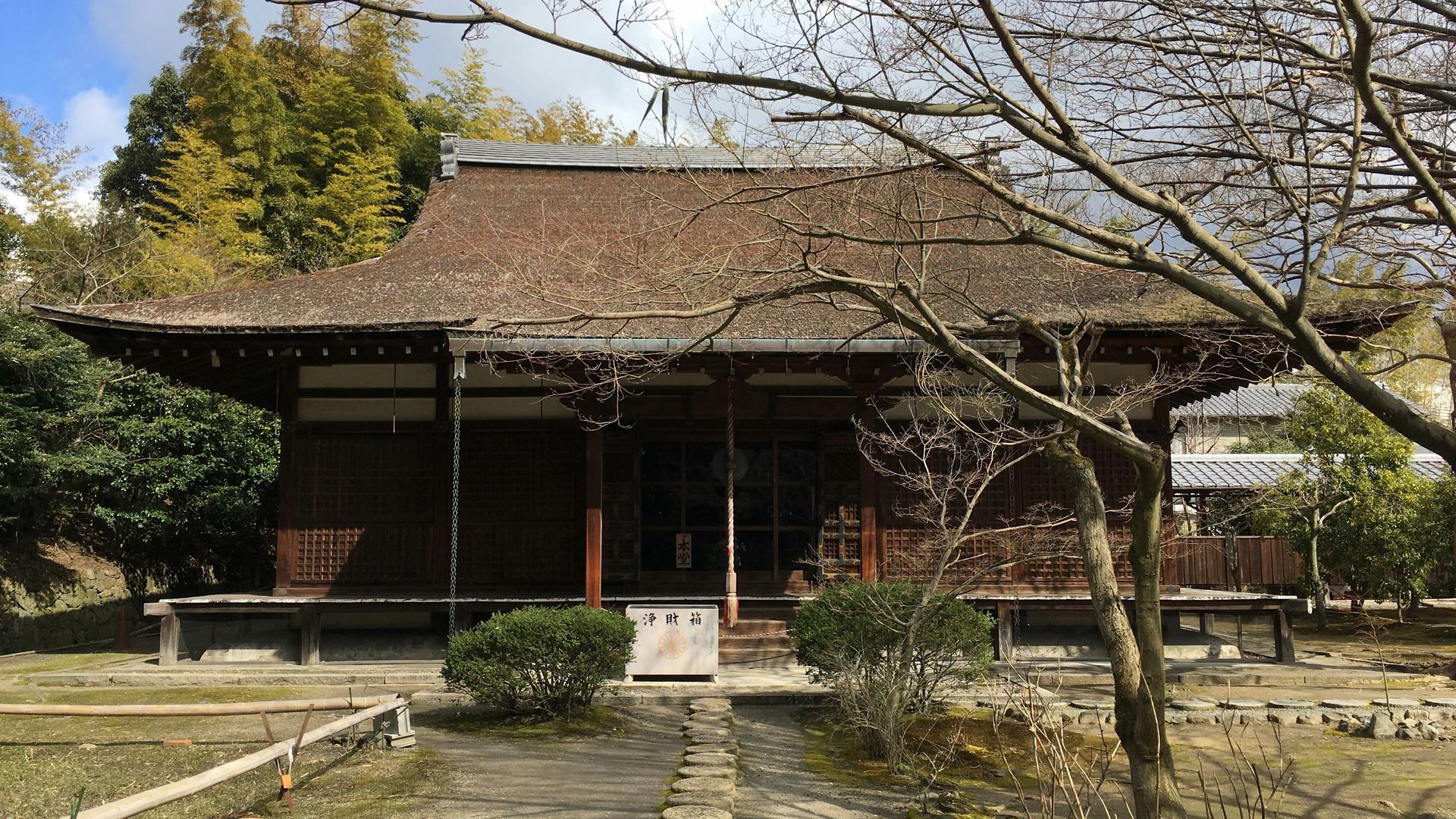 勧修寺の本堂