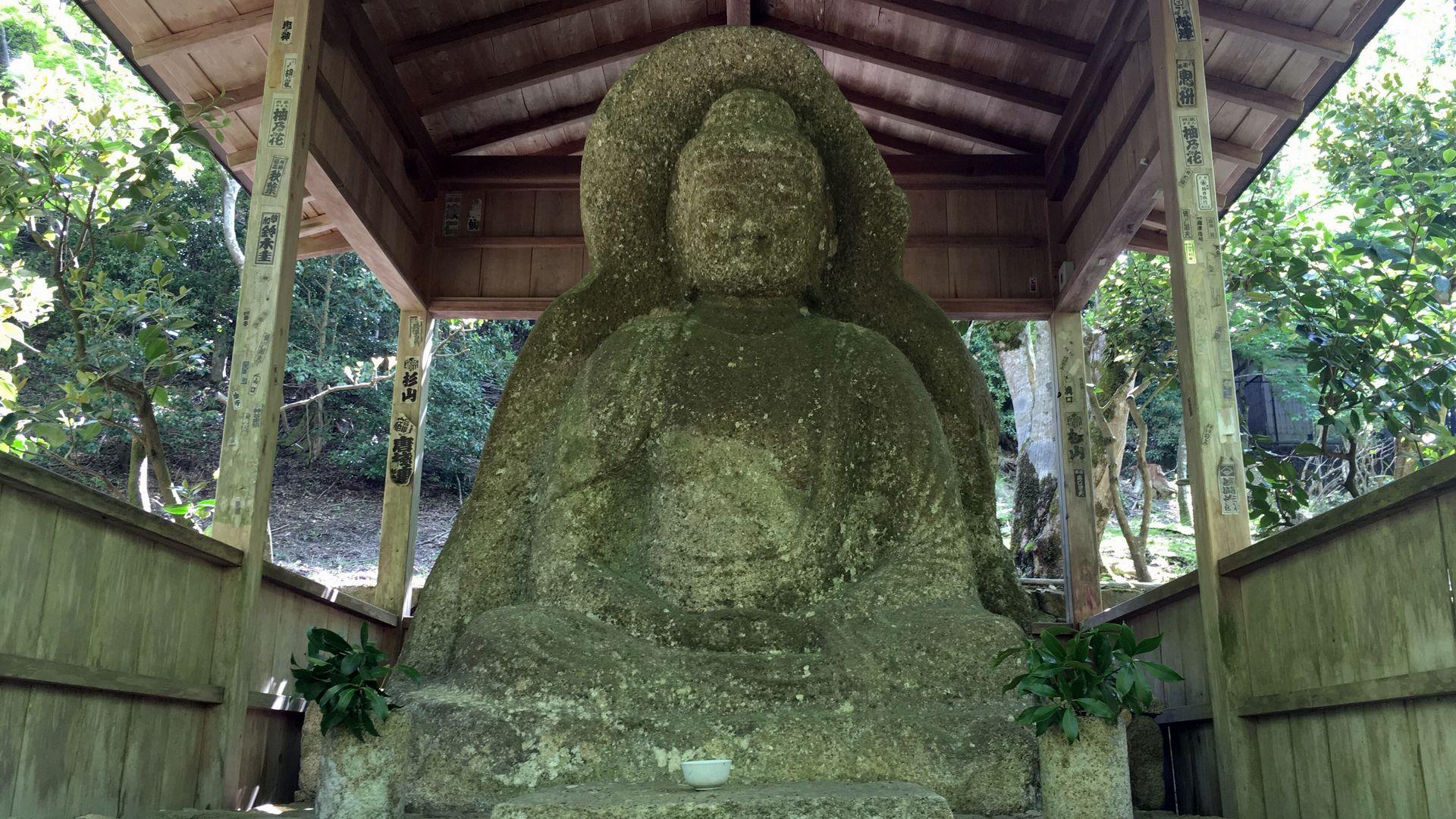 三千院の阿弥陀石仏