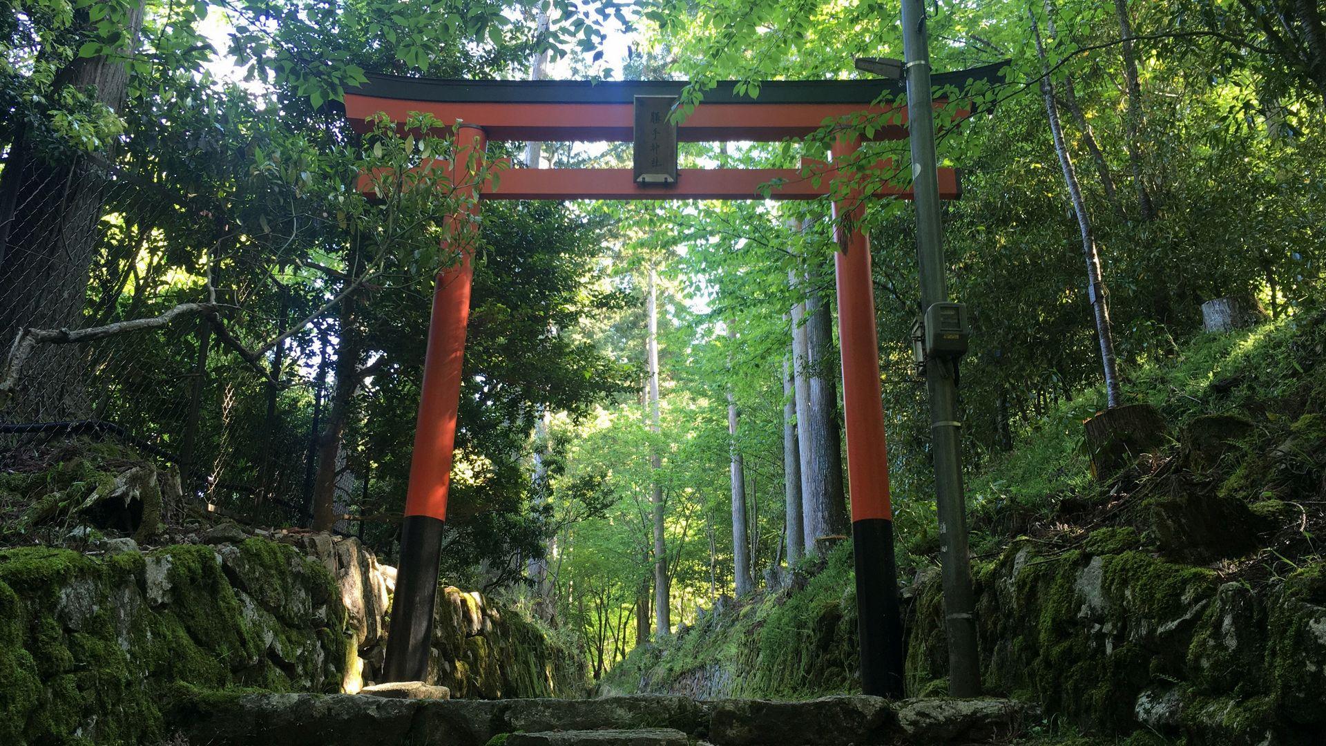 三千院近くの勝手神社
