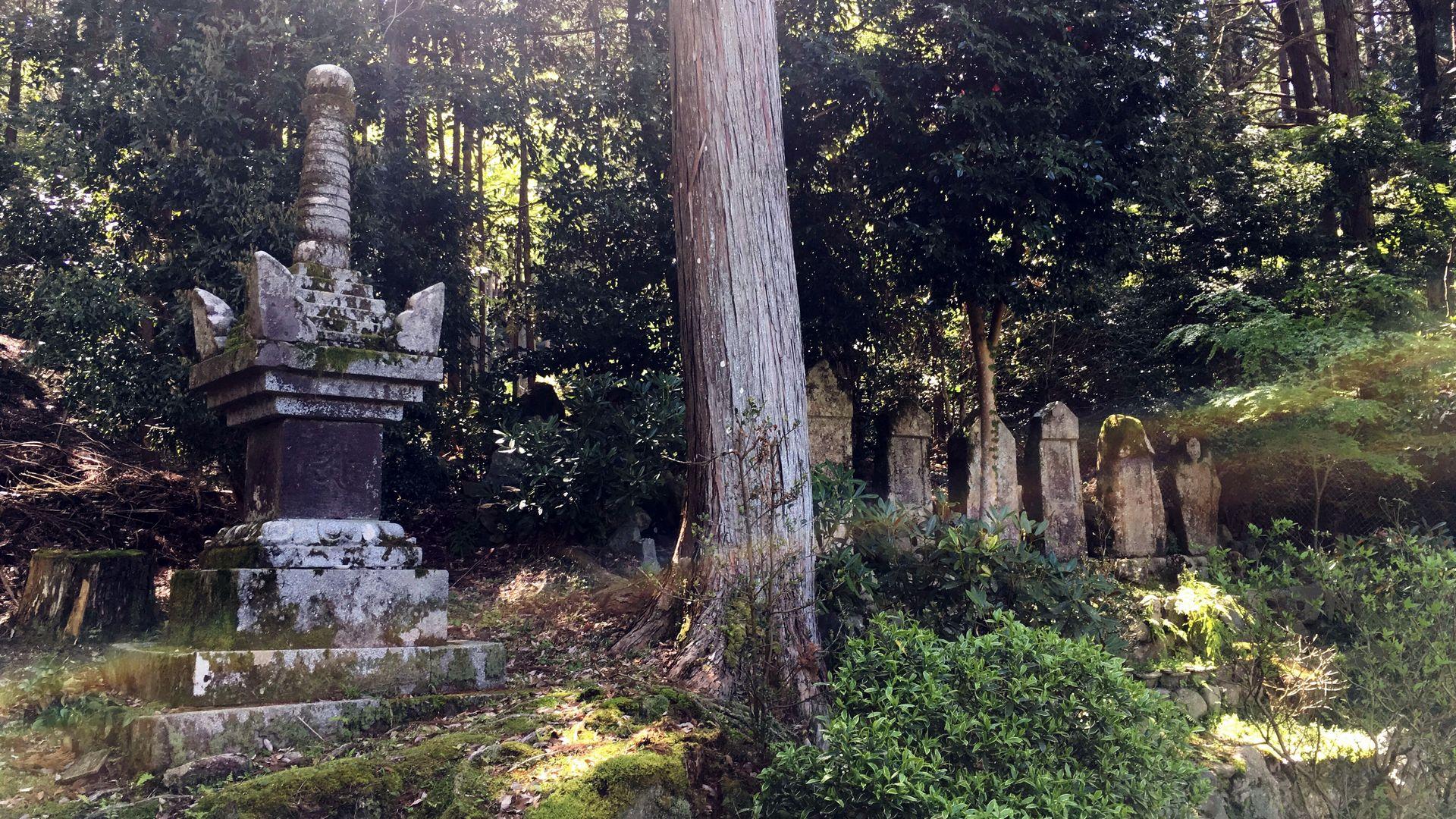 勝林院の宝篋印塔
