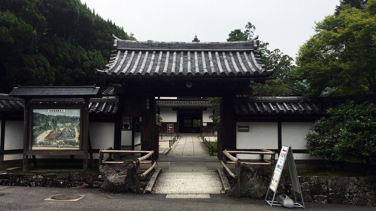天授庵の山門