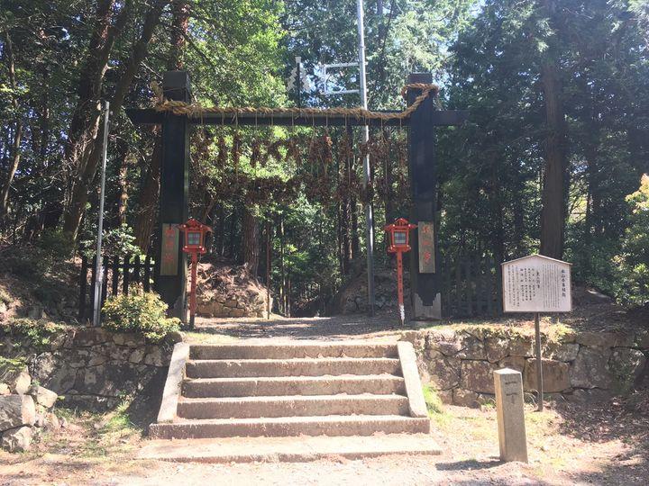本山寺の山門