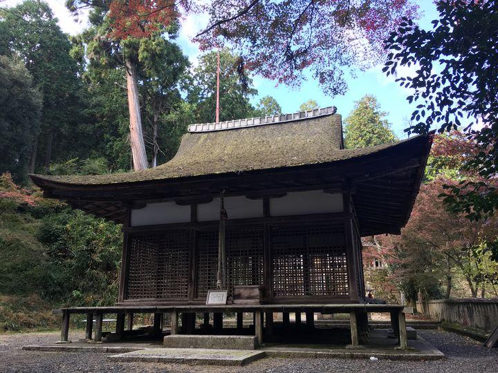 長寿寺にある白山神社の拝殿