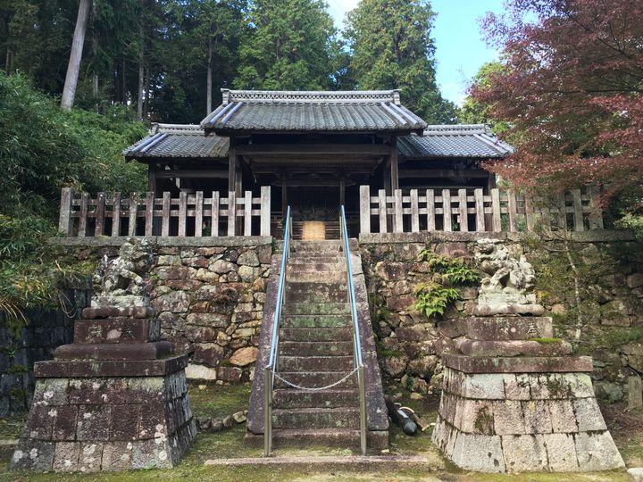 長寿寺にある白山神社の本殿