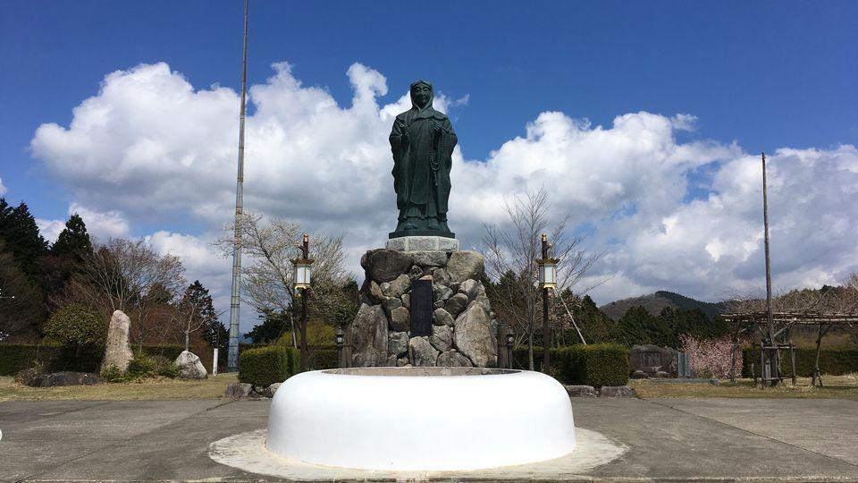 延暦寺の伝教大師の像