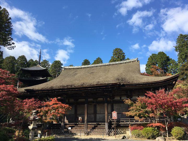 常楽寺の本堂と三重塔