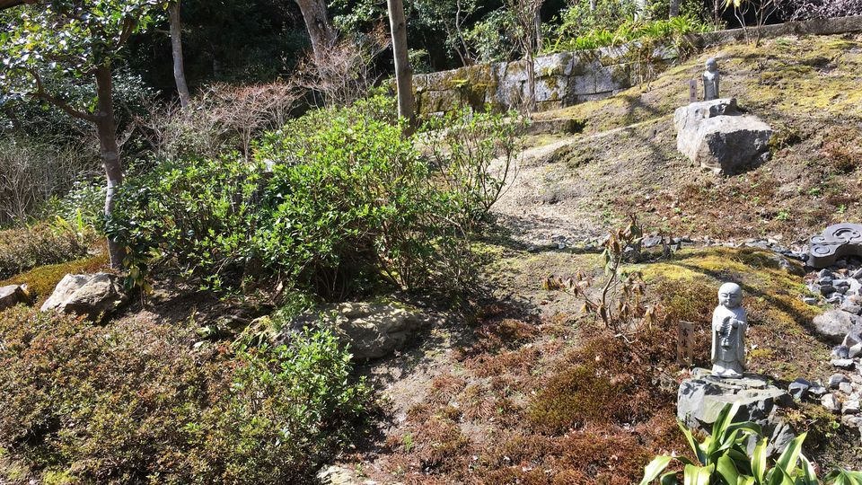二尊院の六道六地蔵の庭(Garden of the Roku Jizo (six Jizo) in Nison-in Temple)