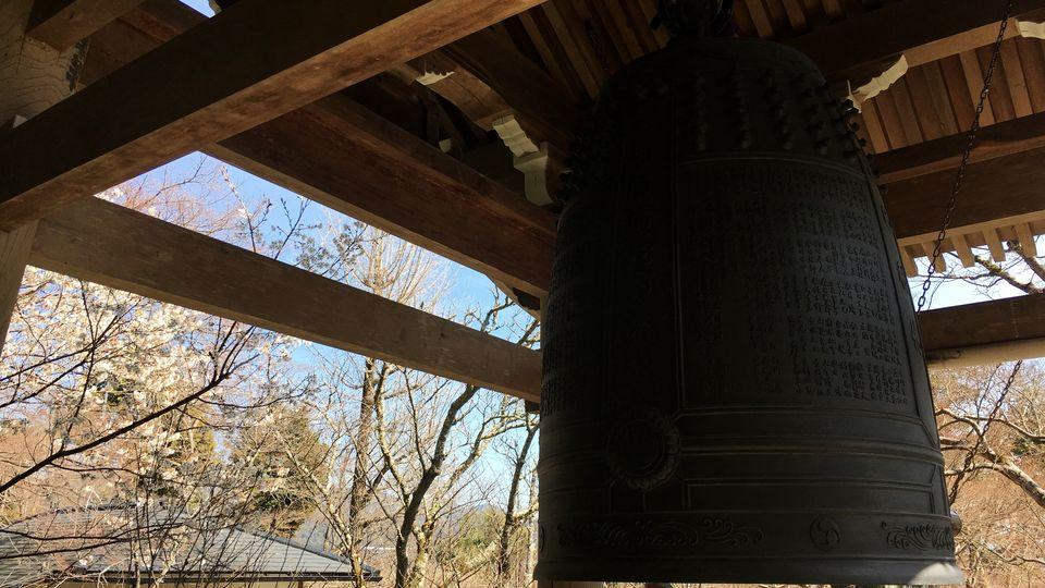 二尊院の鐘楼/しあわせの鐘(Bell tower / Bell of happiness of Nison-in Temple)