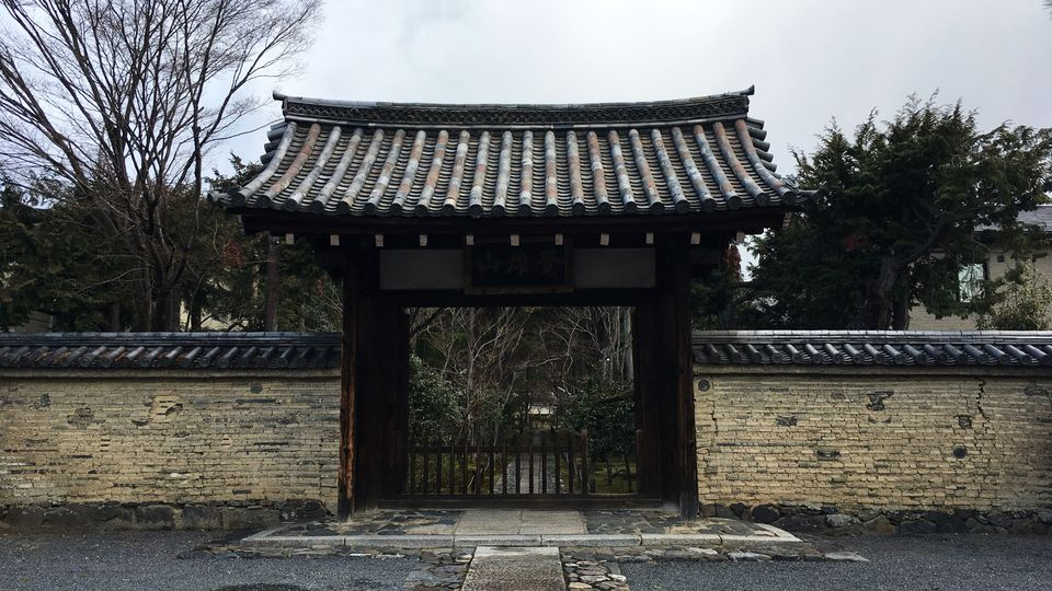 鹿王院の山門(San-mon gate of Rokuo-in Temple)