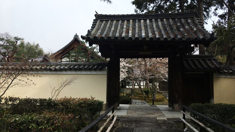 鹿王院の中門(Chu-mon gate of the Rokuo-in Temple)