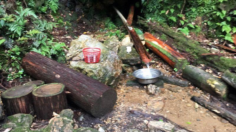 愛宕神社表参道の水汲み場(Natural water place)