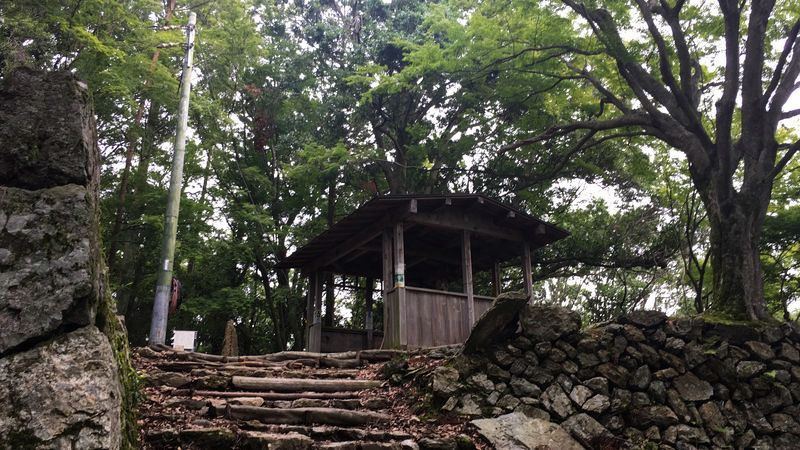 愛宕神社表参道の茶屋跡の休息所(Rest space)