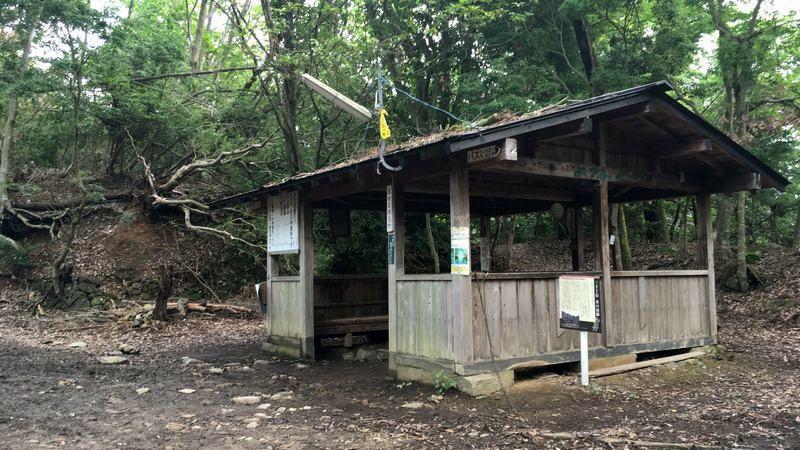 愛宕神社表参道の五合目休息所/水口屋跡(Rest Space / Minakuchiya Inn Ruins)