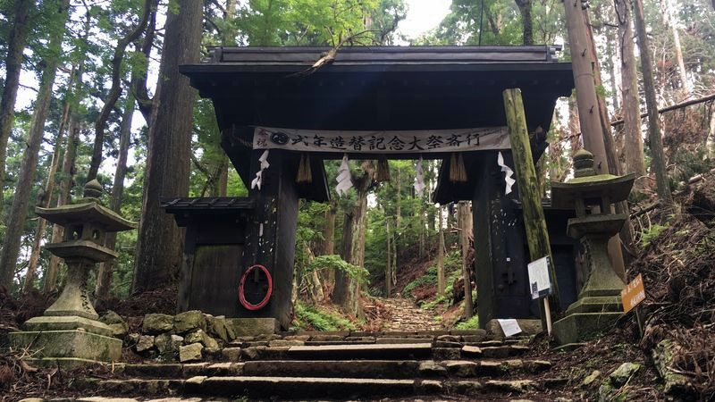 愛宕神社の表参道の黒門(Kuro-mon Gate of Atago-jinja Shrine)