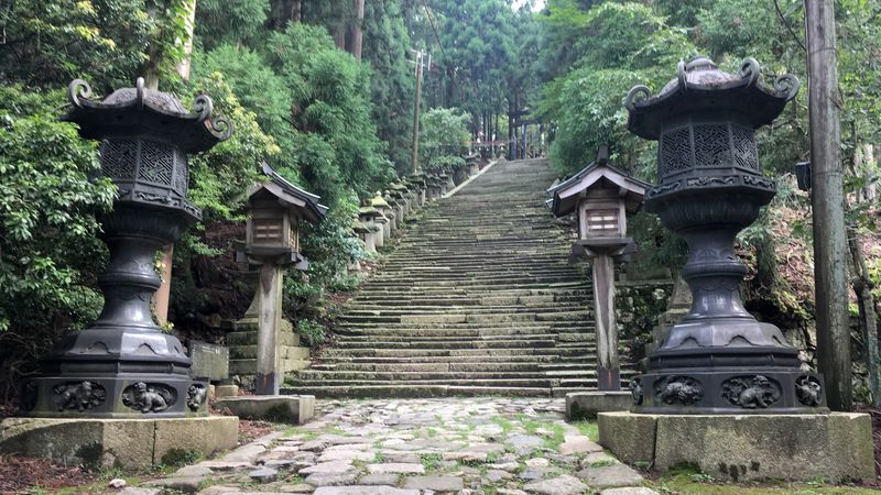 愛宕神社の境内(Precincts of Atago-jinja Shrine)