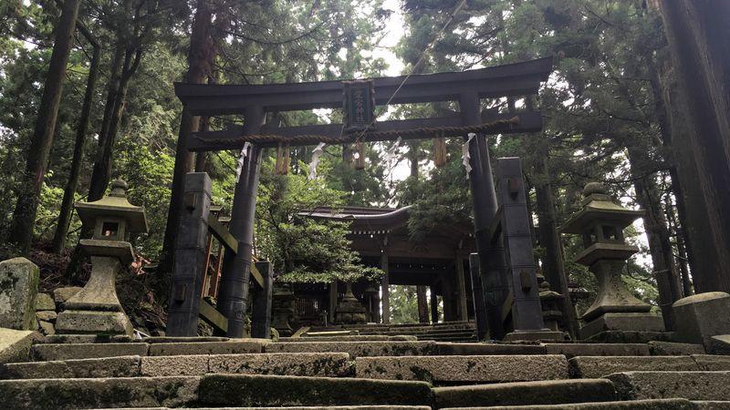愛宕神社の鉄鳥居(Iron Torii Gate of Atago-jinja Shrine)